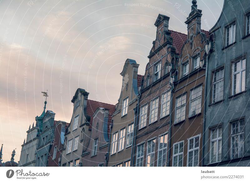 Nette holländische Arthäuser Gdánsk Polen Dorf Kleinstadt Stadt Hauptstadt Stadtzentrum Altstadt Skyline Menschenleer Haus Gebäude Architektur Fassade Fenster