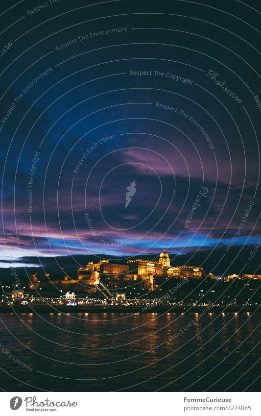 Parliament of Budapest and Danube (Donau) at night Stadt Hauptstadt einzigartig Sonnenuntergang Parlament erleuchten Beleuchtung Romantik Skyline prächtig