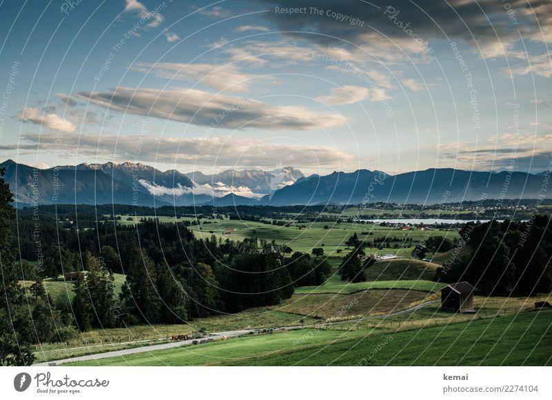 Bayrisches Voralpenlandidyll Himmel Ferien & Urlaub & Reisen Natur Sommer Landschaft Erholung Wolken ruhig Wald Ferne Berge u. Gebirge Wiese Tourismus Freiheit