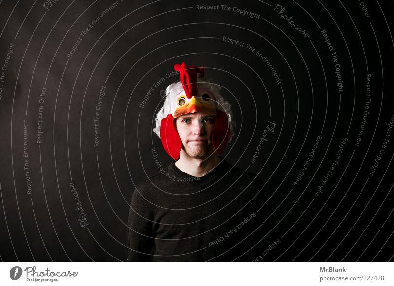 Der Hahn im Korb elegant Stil Mensch maskulin Junger Mann Jugendliche 1 18-30 Jahre Erwachsene Pullover Maske Kostüm Hahnenkamm Blick stehen verrückt grau rot