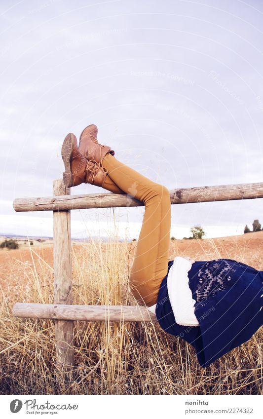 Frauenbeine herein in einer Herbstlandschaft Mensch Natur Ferien & Urlaub & Reisen Jugendliche Junge Frau Pflanze Sommer Erholung ruhig 18-30 Jahre Erwachsene