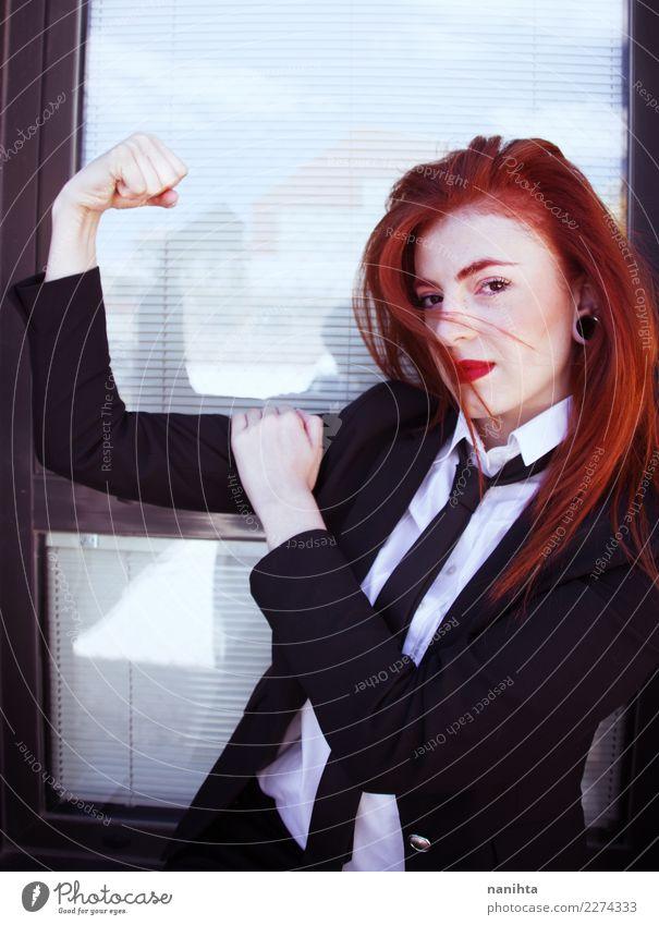 Starke und junge Geschäftsfrau Mensch Jugendliche Junge Frau weiß rot Fenster 18-30 Jahre schwarz Erwachsene Lifestyle feminin Stil Arbeit & Erwerbstätigkeit