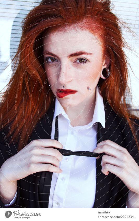 Junge sinnliche und rothaarige Frau Lifestyle elegant Stil exotisch schön Haare & Frisuren Haut Gesicht Flirten Mensch feminin Junge Frau Jugendliche 1