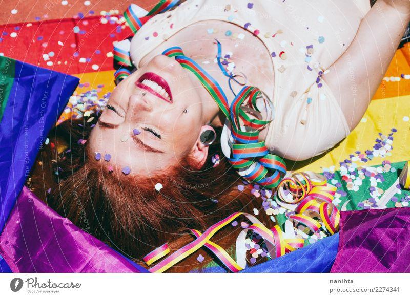 Junge Frau, die eine Party des homosexuellen Stolzes genießt Lifestyle Stil Design Freude schön Wellness Leben Wohlgefühl Erholung Veranstaltung Feste & Feiern