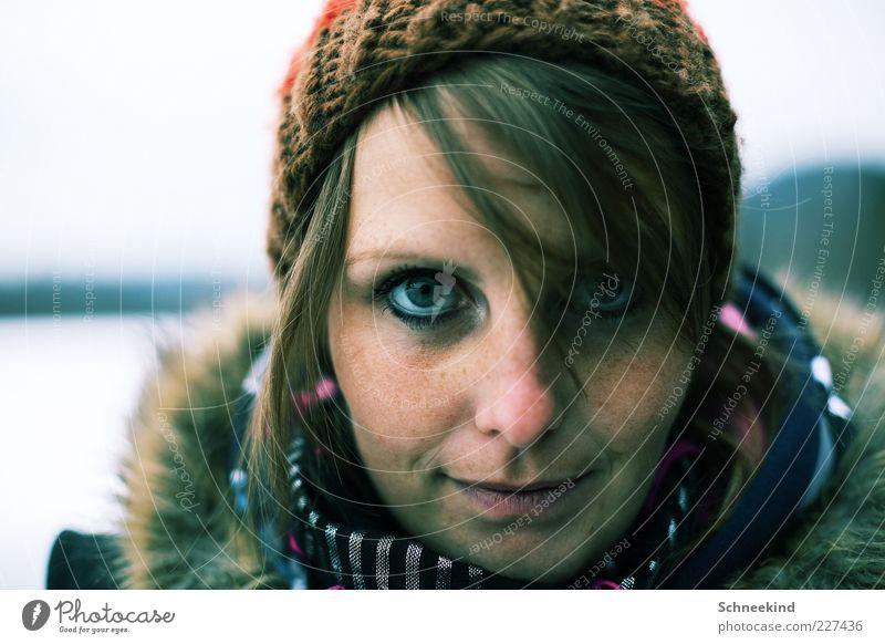 Augenblick Mensch feminin Junge Frau Jugendliche Erwachsene Leben Kopf Haare & Frisuren Gesicht Nase Mund 1 18-30 Jahre schön Mütze kalt Schal Fellkragen