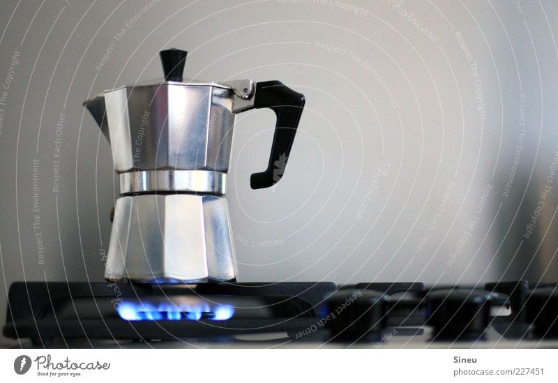Morgenlatte in Arbeit Lebensmittel Metall Getränk Kaffee Küche Kochen & Garen & Backen heiß Duft silber Flamme Gas Griff Herd & Backofen Espresso Kannen