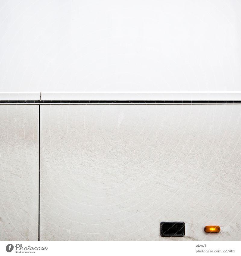 Winterwetter Verkehr Fahrzeug Lastwagen Bus Metall Linie Streifen dreckig groß hell neu weiß Design elegant Kontrolle Blinker Farbfoto Gedeckte Farben