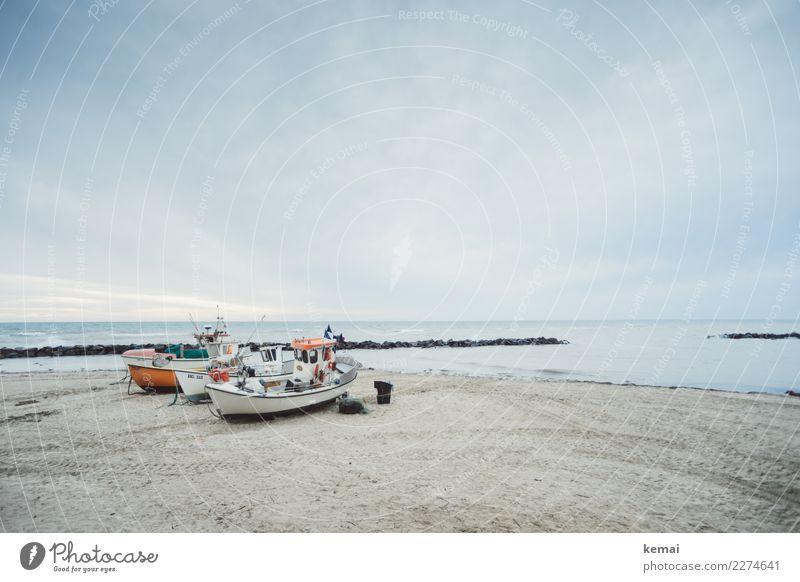 Boote harmonisch Wohlgefühl Zufriedenheit Sinnesorgane Erholung ruhig Ausflug Abenteuer Ferne Freiheit Umwelt Wasser Himmel Wolken Wetter Küste Strand Bucht