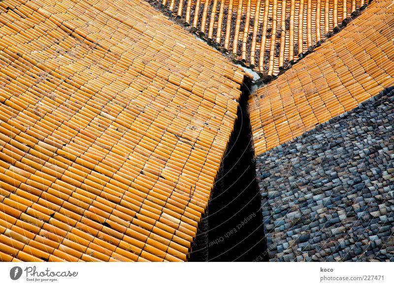 Die Dächer von Fengdu China Asien Dorf Altstadt Dach Dachziegel Backstein Linie Dreieck alt ästhetisch eckig einfach Spitze braun gelb rot schwarz Farbe