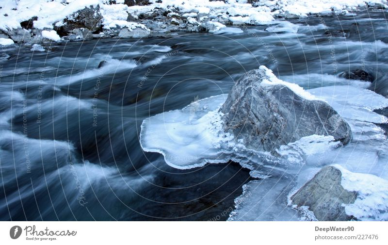 Iced water Natur blau Wasser weiß Einsamkeit Freude Winter Schnee grau Freiheit Stein Felsen Zufriedenheit Wellen einzigartig Fluss