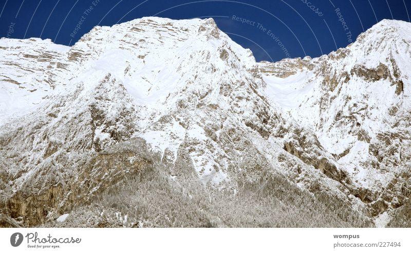 Natur Himmel weiß blau Schnee Berge u. Gebirge grau Landschaft Felsen Alpen Hügel Gipfel Wolkenloser Himmel Schneebedeckte Gipfel