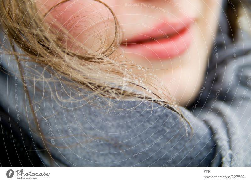 Frozen Smile Frau Mensch Jugendliche schön Winter kalt feminin Umwelt Erwachsene Haare & Frisuren Wetter blond Eis Mund glänzend Wassertropfen