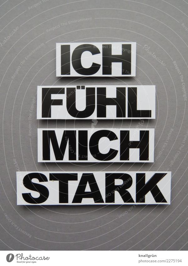 ICH FÜHL MICH STARK Schriftzeichen Schilder & Markierungen Kommunizieren eckig stark grau schwarz weiß Gefühle selbstbewußt Coolness Kraft Sicherheit Leistung