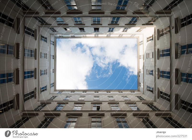 Courtyard Himmel Fenster Architektur Gebäude Fassade hoch groß Perspektive Quadrat Froschperspektive Symmetrie Wien Platz Innenhof Richtung