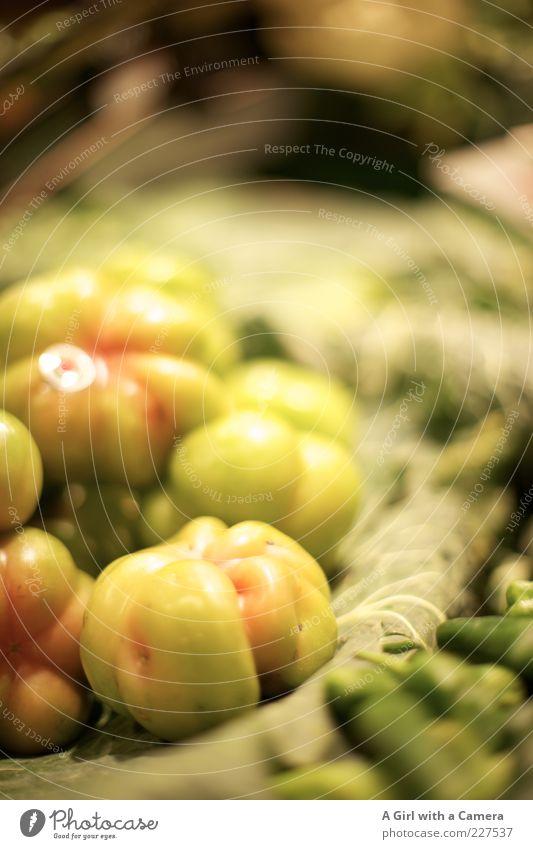 """speciality at """"the Whistle Stop Cafe"""" grün liegen glänzend Lebensmittel frisch Ernährung rund Gemüse Bioprodukte Markt Tomate saftig Vegetarische Ernährung"""