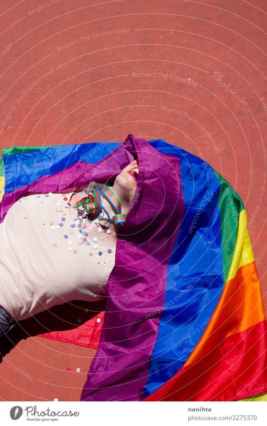 Junge Frau bedeckt mit einer Regenbogenflagge Lifestyle Design Freude Party Veranstaltung Feste & Feiern Mensch feminin Homosexualität Junger Mann Jugendliche