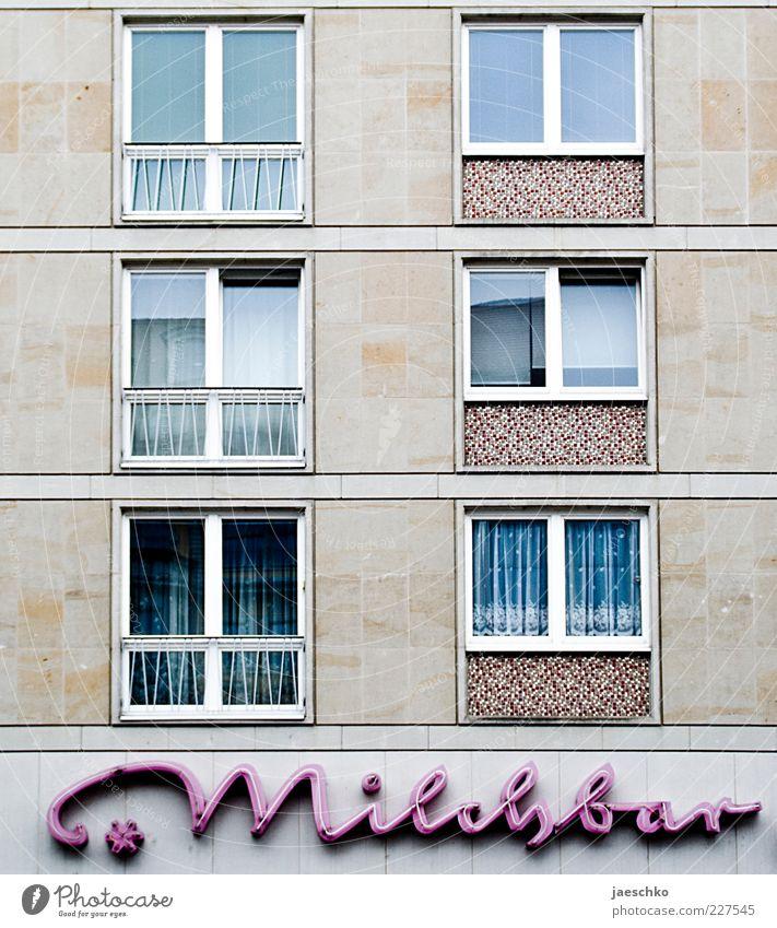 Gentrifidings Haus Architektur Fassade Fenster Schriftzeichen Schilder & Markierungen retro trashig trist rosa Leuchtreklame Milchbar Vergangenheit alt karg