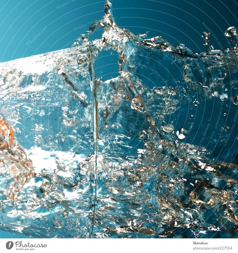 Frischekanone Leben kalt Glas Wassertropfen frisch Trinkwasser Getränk rein Klarheit Flüssigkeit Dynamik spritzen Momentaufnahme Wasserwirbel Reinheit