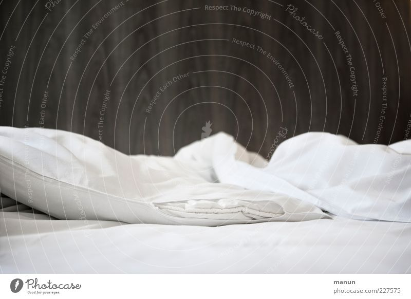 voulez-vous coucher... II weiß Erholung ruhig Wohnung modern authentisch einfach Sauberkeit weich Bett Bettwäsche Möbel Hotel kuschlig Kissen Schlafzimmer