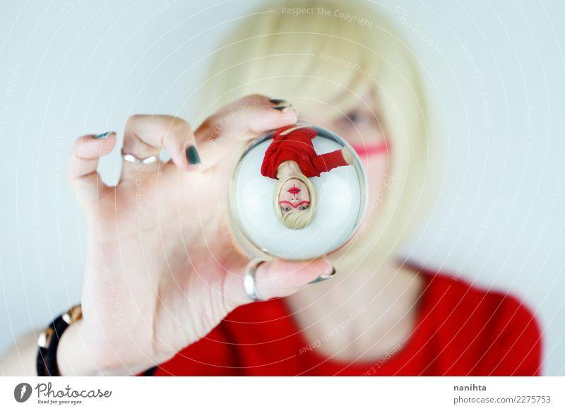 Künstlerisches Portrait einer jungen Frau durch eine Kristallkugel Stil Design Haare & Frisuren Schminke Mensch feminin Junge Frau Jugendliche 1 18-30 Jahre