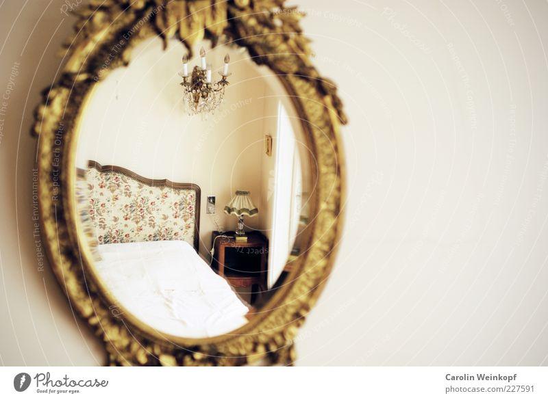 Wohnidyll. alt weiß ruhig Wand Gefühle Stil träumen Stimmung Lampe Raum elegant Wohnung gold ästhetisch Häusliches Leben Romantik