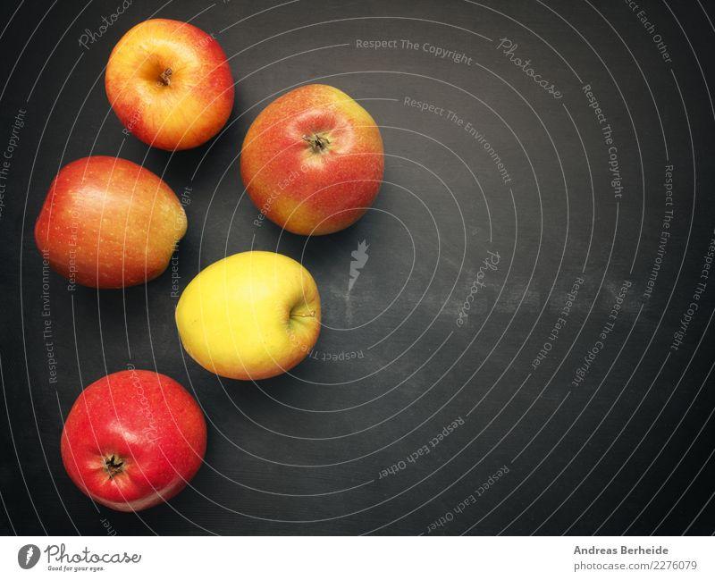 Fünf Äpfel, natürlich Bioobst Natur Hintergrundbild Frucht Ernährung süß lecker Apfel Bioprodukte Tafel Diät Vegetarische Ernährung vitaminreich Rohkost