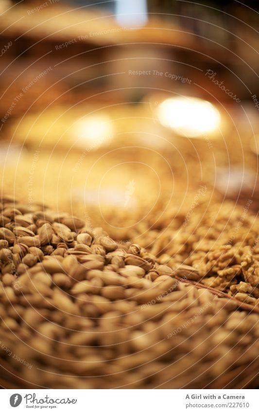 Massennusshaltung gelb Ernährung Lebensmittel klein braun liegen frisch natürlich viele Markt Vitamin Bioprodukte Nuss Vegetarische Ernährung Walnuss Marktstand