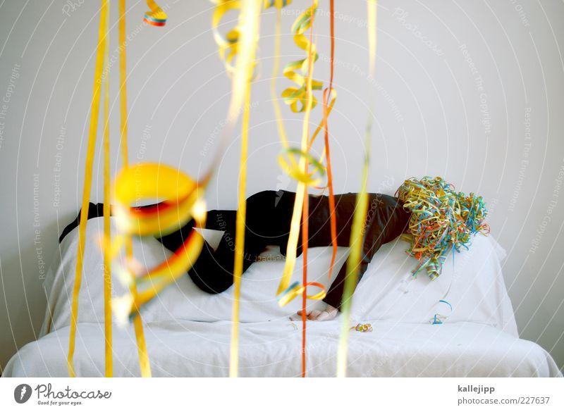 hangover a couch Mensch Mann weiß Erwachsene Party Feste & Feiern Freizeit & Hobby maskulin liegen schlafen außergewöhnlich Lifestyle Dekoration & Verzierung Sofa skurril Locken