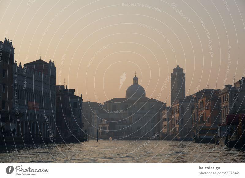 Canal Grande Stadt ruhig Haus Erholung Architektur grau Gebäude braun Fassade Kirche Fluss Kultur Hafen Bauwerk Denkmal Verkehrswege