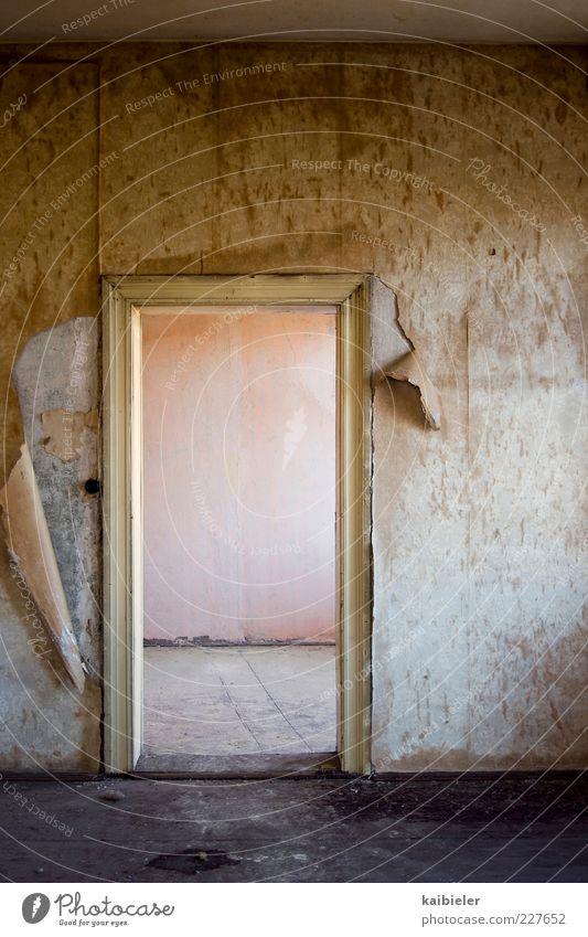 100 Umzug (Wohnungswechsel) Tapete Raum Haus Ruine Mauer Wand alt dunkel gelb rosa Verfall Vergangenheit Vergänglichkeit Tapetenwechsel leer Leerstand