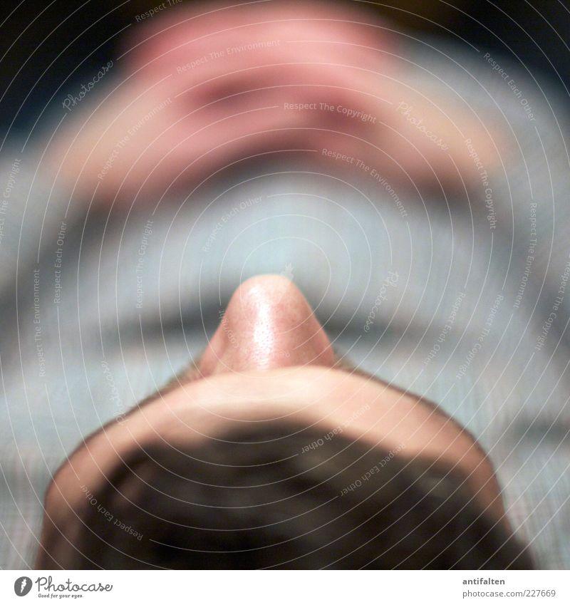 99... hab's bald geschafft Mensch Mann Hand ruhig Erwachsene Erholung Gesicht Tod grau Kopf liegen rosa außergewöhnlich Arme maskulin Behaarung