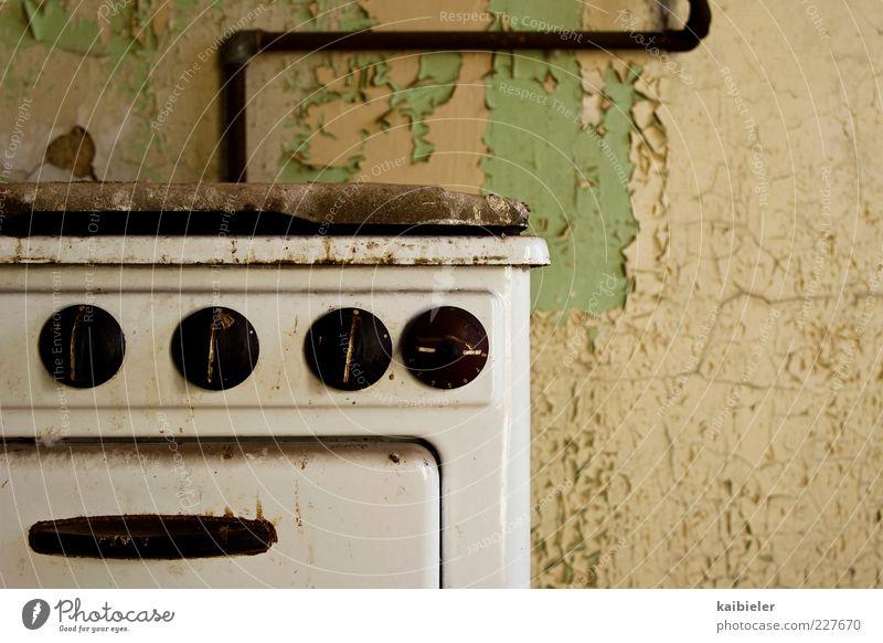 Eigener Herd ist Goldes wert Wohnung Herd & Backofen Gasherd Rohrleitung Putz abblättern Farbstoff Rost Küche Ruine Mauer Wand alt dreckig kaputt retro braun