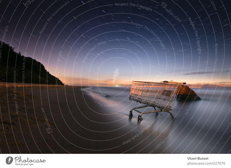 Shopping an der Ostsee Nachthimmel Stern Horizont Meer einzigartig natürlich blau Einkaufswagen Strand Kontrast Außenaufnahme Morgen Morgendämmerung Dämmerung