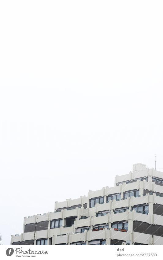 ## kalt Fenster Architektur grau Hochhaus Zukunft trist Häusliches Leben Stadtleben Balkon Terrasse anonym Sechziger Jahre Miete Siebziger Jahre Plattenbau