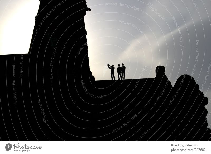 Silhouette König der Katzen Mensch Himmel Wolken dunkel Menschengruppe Gebäude maskulin stehen Turm Hügel Bauwerk Denkmal genießen Ruine