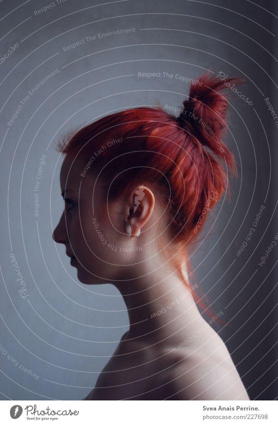 zopf. elegant Stil feminin Junge Frau Jugendliche 1 Mensch 18-30 Jahre Erwachsene Haare & Frisuren rothaarig Zopf außergewöhnlich dünn schön Gefühle bescheiden