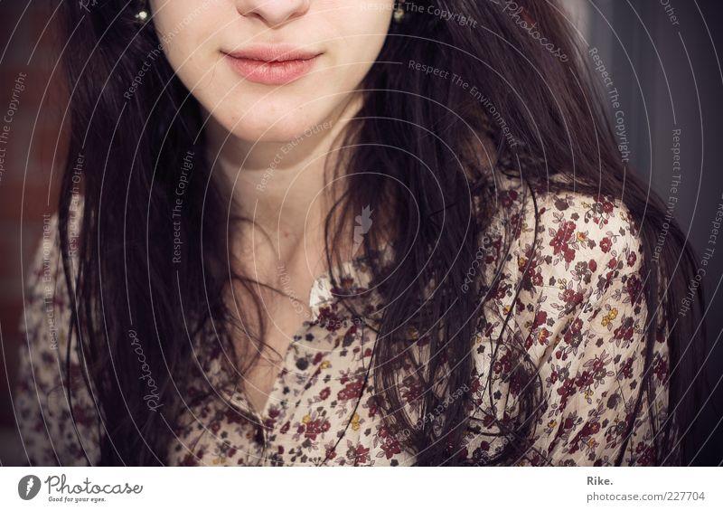 Gegenüber. Mensch Jugendliche schön ruhig Erwachsene feminin Glück Stil Zufriedenheit Mund natürlich Fröhlichkeit ästhetisch einzigartig weich Lippen