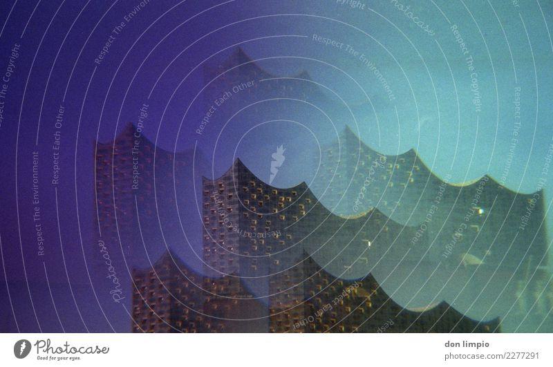 Wellen blau Farbe dunkel Fassade Häusliches Leben Zukunft einzigartig Hamburg Dach Sehenswürdigkeit Bauwerk Wahrzeichen türkis Reichtum Surrealismus