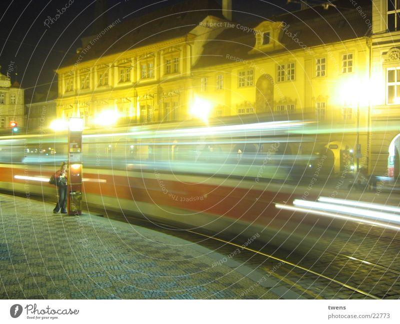 PRAGUE NIGHT Stadt Brücke Straßenbahn