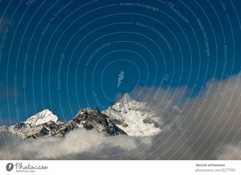 ^^^^ Natur blau weiß Ferne Umwelt Berge u. Gebirge Landschaft Klima Alpen Schweiz Gipfel Schönes Wetter Blauer Himmel Schneebedeckte Gipfel Kanton Wallis über den Wolken