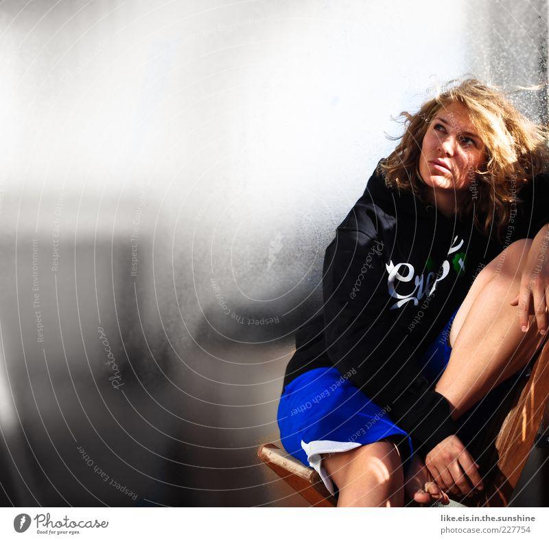 Lost in Thoughts Mensch Jugendliche schön ruhig Gesicht feminin Erwachsene Haare & Frisuren Denken träumen Beine blond sitzen Coolness Stuhl