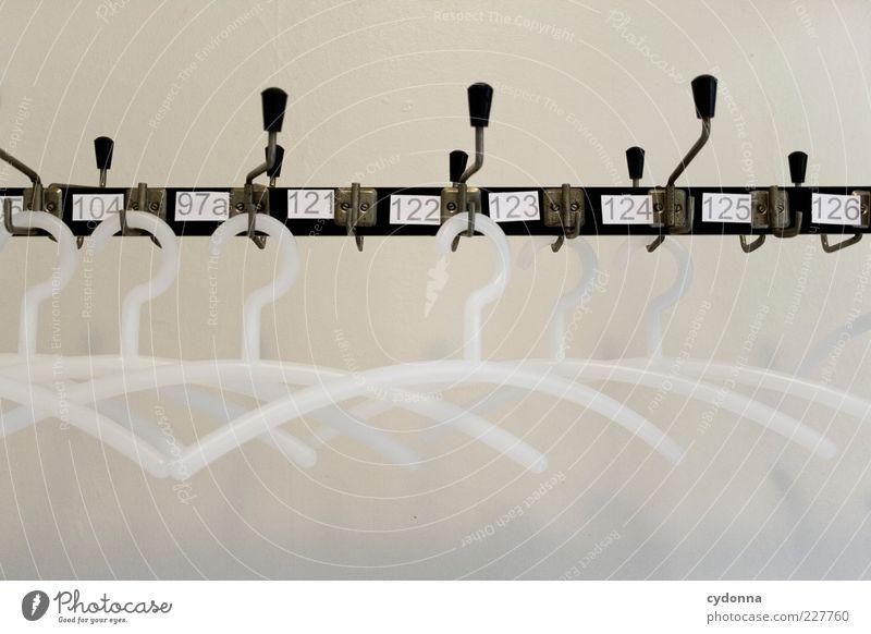 Am Haken ruhig Einsamkeit Erholung Leben Wand Stil Mauer träumen Zeit warten Schilder & Markierungen Ordnung Design ästhetisch planen leer
