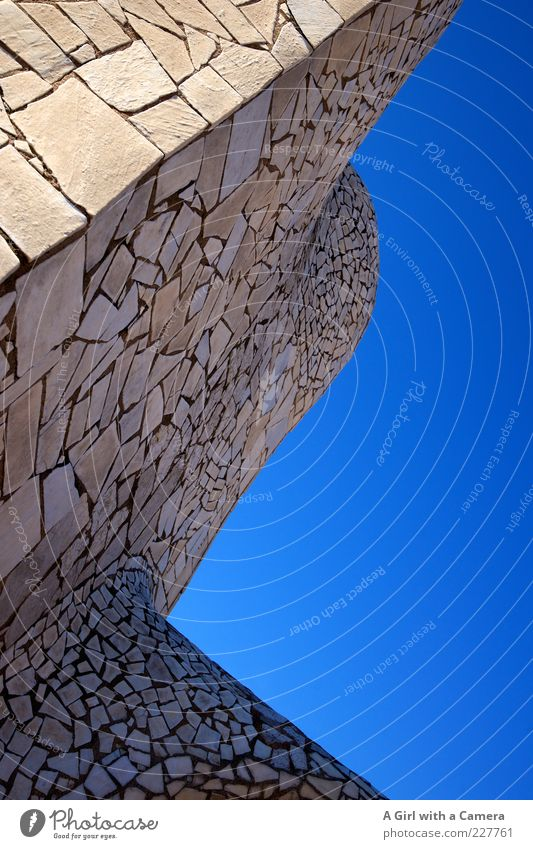 I think I'm going round the bend Himmel blau schön Freude Haus Wand Architektur Mauer Stein Gebäude elegant hoch groß modern außergewöhnlich authentisch
