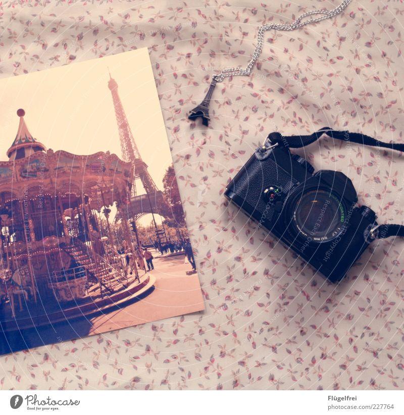 There's a train leaving for Paris... Ferien & Urlaub & Reisen Freude Paris liegen Fotografie Ausflug Romantik Fotokamera zart analog Frankreich Kette Sehenswürdigkeit Decke altehrwürdig Anhänger