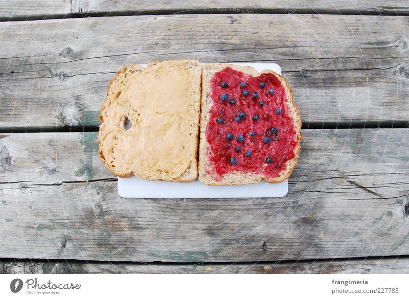 PB & J Lebensmittel Brot Marmelade Picknick Holz natürlich gelb grau Appetit & Hunger Farbfoto Außenaufnahme Nahaufnahme Menschenleer Vesper Vogelperspektive