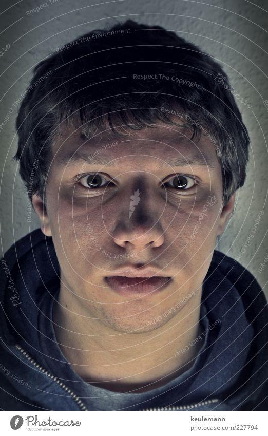 Portrait XY Mensch Jugendliche Gesicht Auge Kopf Erwachsene Haare & Frisuren Mund Zeit warten Nase maskulin einzigartig T-Shirt Ohr Lippen