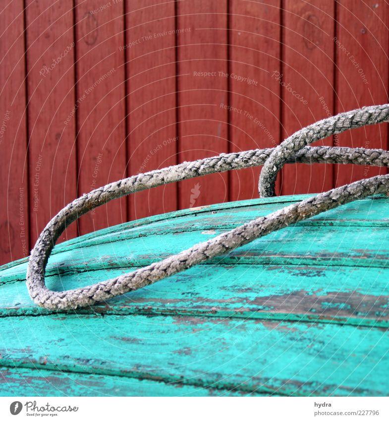 Bootsschuppengedöns alt grün rot Farbe Erholung Wand Holz Mauer Linie Stimmung Fassade authentisch Ordnung ästhetisch Seil Vergänglichkeit