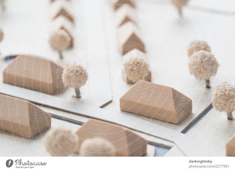 Ländliche Siedlung in einem Modell aus Holz und Karton Stadt weiß Haus Architektur Küste Gebäude Garten braun Park Europa Baustelle planen Dach Dorf Hütte