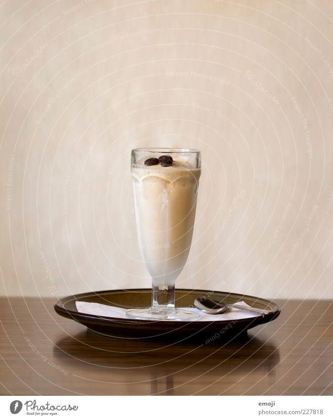 Ice Café Dessert Speiseeis Ernährung Kaffee Teller lecker braun Glas Eiskaffee Farbfoto Innenaufnahme Studioaufnahme Textfreiraum oben Hintergrund neutral