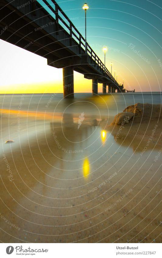 Seebrücke Hafen Brücke Sehenswürdigkeit Schifffahrt ruhig Strand Ostsee Außenaufnahme Textfreiraum unten Langzeitbelichtung Bewegungsunschärfe Menschenleer